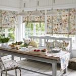K provence interiérům patří i typické barevné textilní dekorace