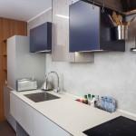 Úložná schránka v kuchyňské desce jasně vymezí prostor pro ukládání. Kuchyně Le Bon.