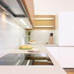 Řádně osvětlete celou pracovní plochu včetně varné desky. Kuchyně Sykora.