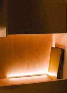 LED diodové svítidlo integrované v knihovně. Hagos.