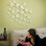 3D dekorace z kovových květin.