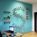 3D dekorace z kancelářských zbytků vhodná do pracovny.