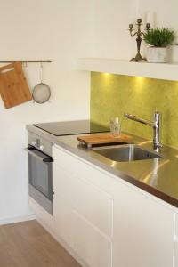 Marmoleum je přírodní, vysoce odolný materiál nabízený v široké škále barev. Ty kuchyň dozajista oživí.