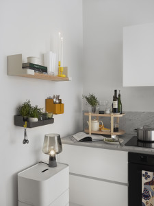 Jednoduché plastové police se budou hodit kdykoliv a kdekoliv. Teď třeba v kuchyni, později v pracovně nebo dětském pokoji.