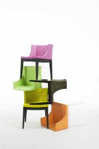 Plast se dobře udržuje a židle z něj naleznete za příznivé ceny. Ideální jsou stohovatelné varianty.