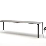 Pozitivum tohoto jídelního stolu vidím ve velmi jemných zaoblených křivkách. Jinými slovy, když tento stůl postavíte do svého interiéru, můžete si být jistí tím, že jeho rohy, nebudou vysílat jedové šípy energie do svého okolí.
