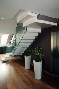 Linie schodiště tvoří samostatný estetický prvek interiéru.