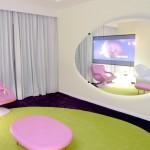 V interiérech podle Karima je dostatek pestrých barev.
