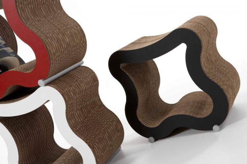 Sedátko z vrstvené lepenky s dřevěnými nožkami, rozměr 51 x 48 x 34 cm