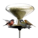 Ptačí krmítko Bird Table large, Eva Solo, sklo/nerez, průměr 30 cm, výška 150 cm, cena 3 887 Kč