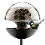 Krmítko pro ptáky Bird Table Round, Eva Solo, nerez/sklo, průměr 30 cm, výška 150 cm, cena 3 119 Kč
