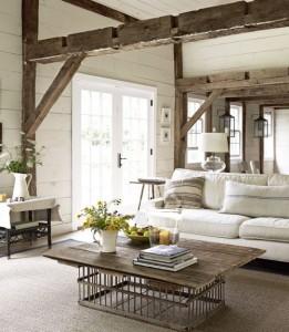 Ve venkovském interiéru hrají velkou roli také trámy. Dodávají místnosti na útulném a osobitém dojmu.