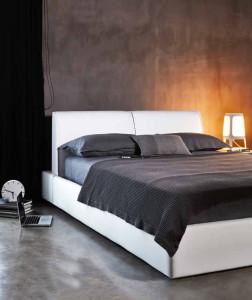 Notebook do feng shui ložnice nepatří. Nezapomeňte na dostatečné osvětlení a to nejen místnosti, ale i lůžka.