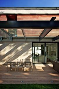 Architekt maximálně propojil interiér s exteriérem.