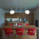 Vzhled kuchyňské sestavy i jídelního stolu pocházejí z ateliéru OK Plan.