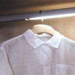Šatní tyče mohou mít osvětlení. To lze dokoupit i samostatně později.