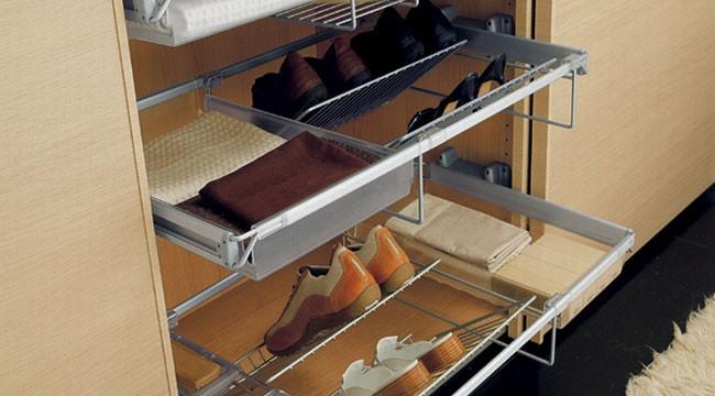 chystáte-li se ukládat boty do šatní skříně pak počítejte s tím, že je musíte pokaždé řádně umýt.