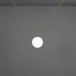 Stropní svítidlo Notch, design Michael Anastassiades, Flos. Prodává Hagos.