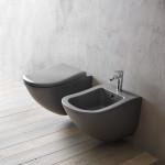 V koupelně se dřevěné podlahy nemusíte obávat.