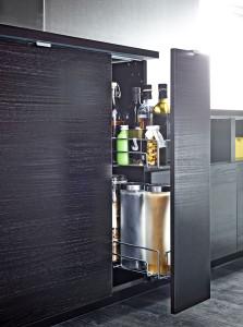 Zvažte jakým způsobem se budou otevírat kuchyňské skříňky. Ikea