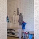 Majitelka nechtěla ze vstupu do bytu udělat jen odkládací prostor a průchoďák. Proto ho dekorovala se stejnou pečlivostí jako ostatní prostory.