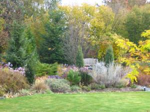 Odpočívací nábytek rozmístěte na různá místa v zahradě.