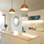 Kuchyně je z typizované řady a je doplněná kvalitní pracovní deskou firmy Technistone.