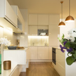 Přestože se nepočítá s velkým vyvařováním, je kuchyně navržena i vybavena, aby se v ní pohodlně mohlo vařit.