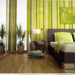 Tmavě hnědá doplněná zelenými tóny vnáší do ložnice odpočinkovou atmosféru.