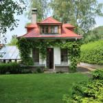 Měřítko tvarů, které v zahradě použijete, udává dům