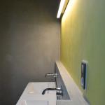Použití betonových stěrek v koupelně. MALDECOR BETON