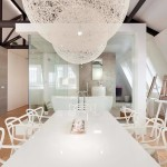 Majitelka si přála prostorný jídelní stůl, který využívá i pro pracovní jednání