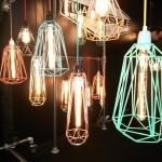 V kurzu jsou lampy, u kterých je viditelný zdroj světla.