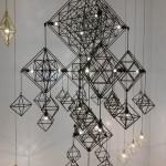 Svítidla tvoří dekorativní 3D objekty