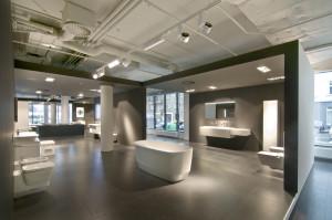 V novém showroomu je ideálně spojeno koupelnové vybavení KOLO, KERAMAG, KERAMAG DESIGN a GEBERIT a to ve dvanácti verzích funkčních a oku lahodících koupelen.