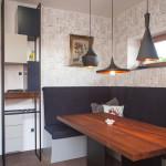 Jídelní stůl firmy Le Bon