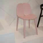 Růžová židle nás zaujala svou roztomilostí