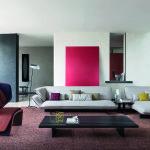 Všimněte si, jak barva oživí jinak fádní interiér. Patricia Urquiola, Cassina