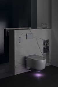 V nočních hodinách je toaleta podsvícena diskrétním světlem