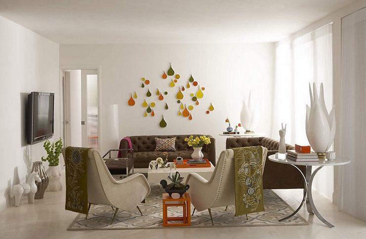 Bílou stěnu zpestřete 3D dekoracemi.