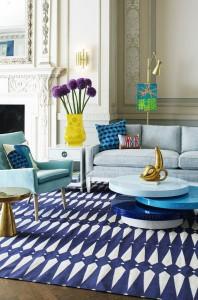 Bude-li okolní zařízení jednobarevné, pak pestrý koberec rozhodně vynikne.