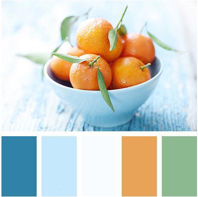 Kontrast modré a oranžové zředěný trochou zelené tvoří dokonale vyváženou kompozici barev.