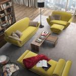 Prostornou sedací soupravu ve žluté barvě dejte do velké místnosti s dostatkem denního světla. Jinak by pokoj působil jako kanárek.