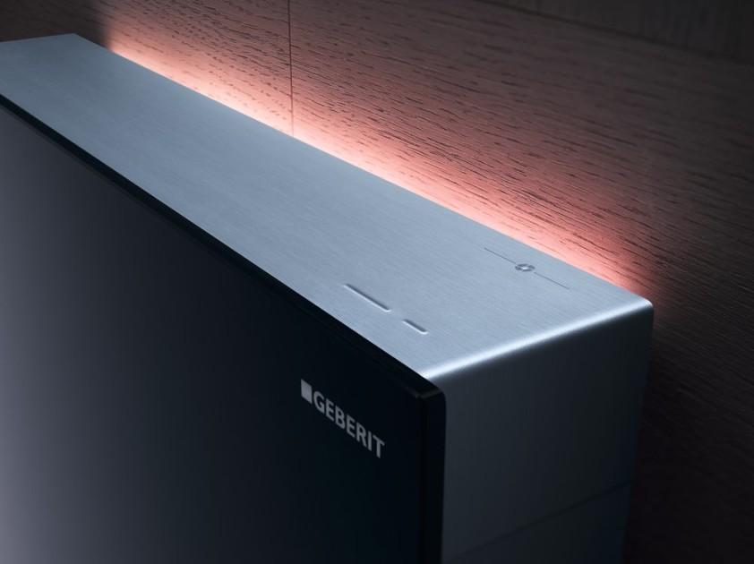 Nepřímé osvětlení ComfortLight se automaticky zapne, jakmile někdo vstoupí do místnosti. Bezpečně osvítí cestu k toaletě a navodí příjemnou atmosféru.