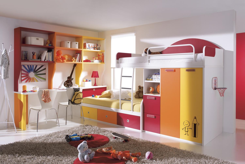 Mohutné sestavy zjemníme použitím různých barev.