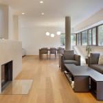 V celém interiéru jsou použity kvalitní dřevěné podlahy.