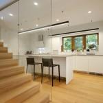 Kuchyně je jakoby stranou od obývacího pokoje, ale stále je jeho součástí.
