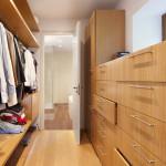 Na ložnici navazuje prostorná šatna.