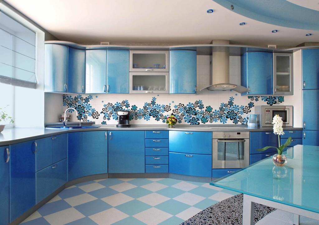 Máte-li barevnou kuchyňskou linku, použijte její odstín také v obrázku na skle.