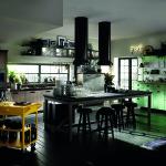 Vintage atmosféru dodá i materiál na podlaze. Ideální je klasická dřevěná prkenná podlaha.